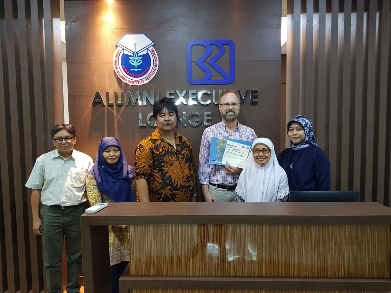 Group photo with Dr Bryan Duncan from NASA and staff from Faculty of Forestry IPB